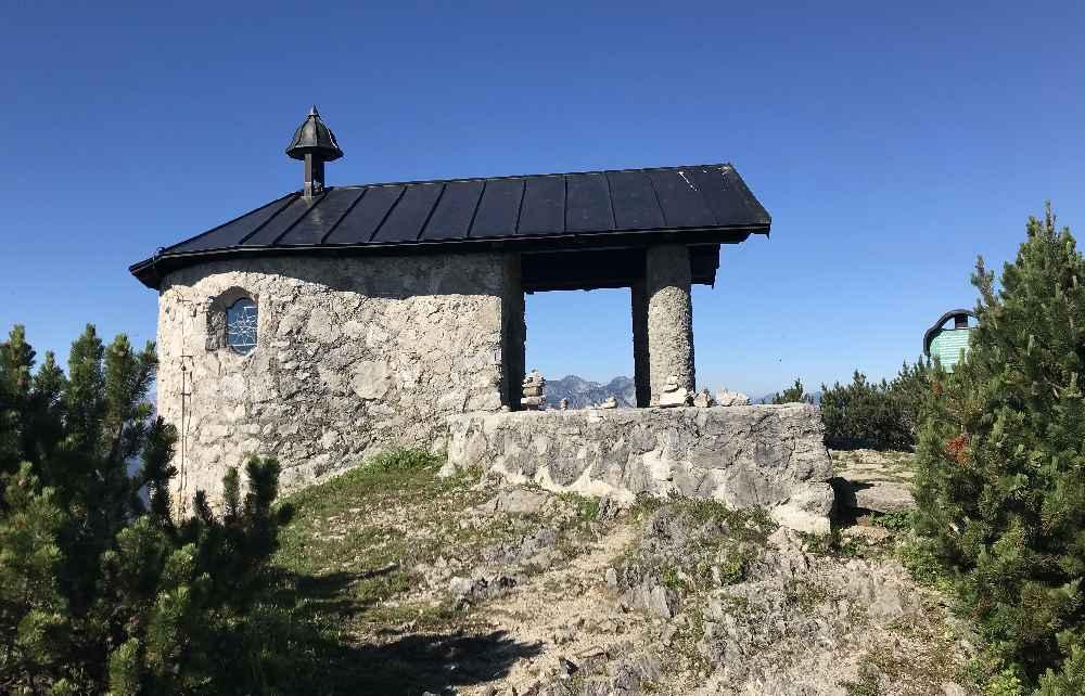Die Kapelle auf dem Fahrenberg am Herzogstand in Bayern