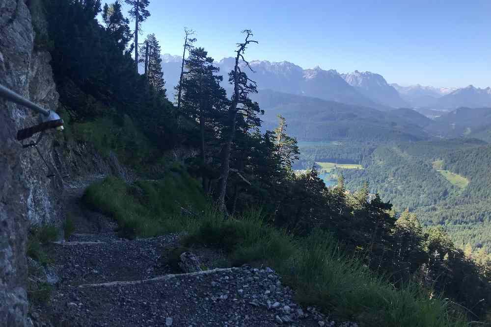 Der Blick zurück - auf das Karwendel scheint schon die Sonne