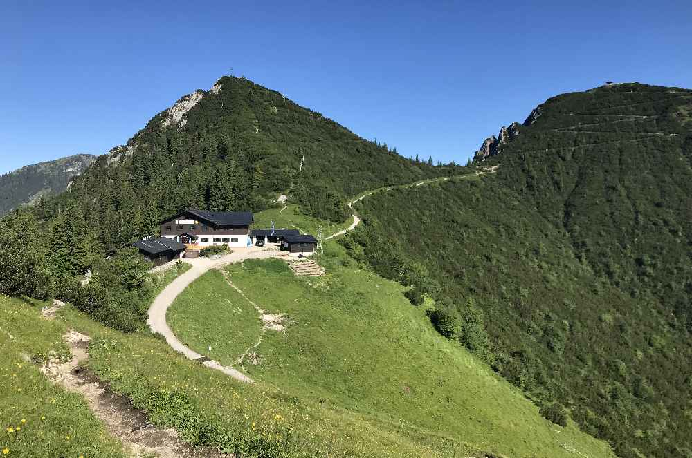 Das ist der leichte Wanderweg von der Bergstation der Herzogstandbahn zum Herzogstand