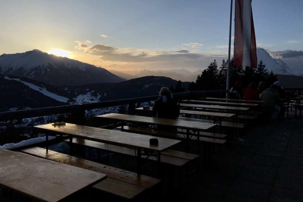 Der Sonnenuntergang direkt von der Hocheggalm Terrasse gesehen
