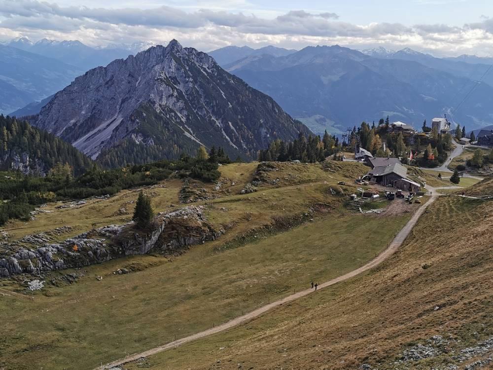 Von der Bergstation der Rofanseilbahn geht dieser Wanderweg Richtung Hochiss