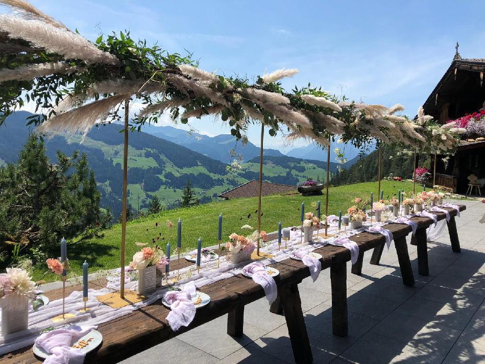 Eine besonders schöne Hochzeit in den Bergen kannst du auf der Bischoferalm feiern, Foto: Resi Kostenzer