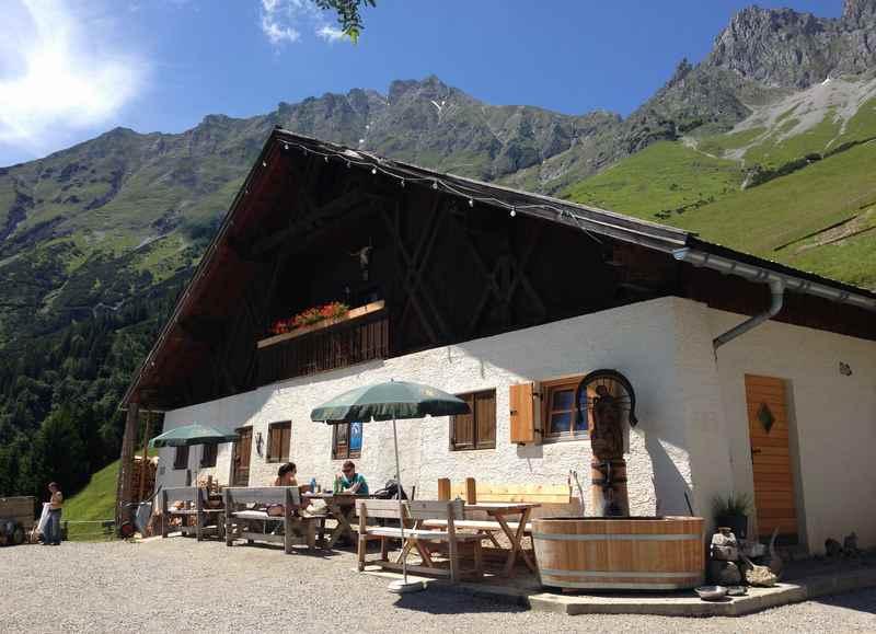 Almwanderung Innsbruck - auf die Höttinger Alm wandern