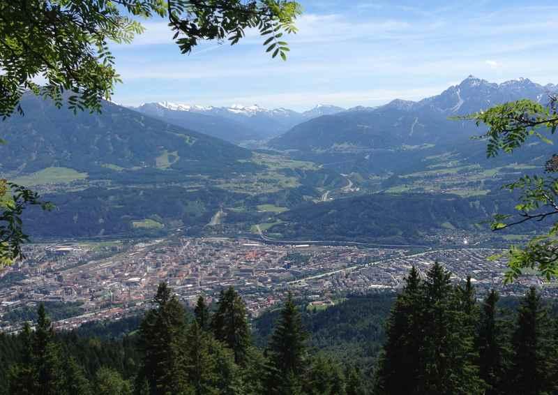 Ausblick von der Höttinger Alm aus der Nordkette im Karwendel auf den Brenner
