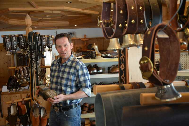 handgemachte Holzschuhe aus Tirol: Von Robert Winderl aus Weerberg