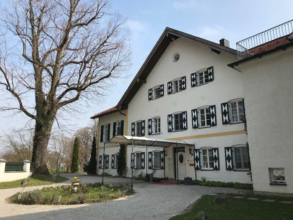 Das Gut Oberambach - heute ist hier ein Hotel mit Restaurant untergebracht - ist auch Drehort gewesen. Zu besuchen bei der Gourmetwanderung.