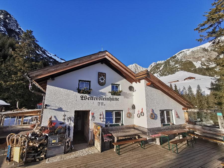 Für mich die beste Hütte zum Übernachten und Einkehren in der Leutasch: Die Wettersteinhütte