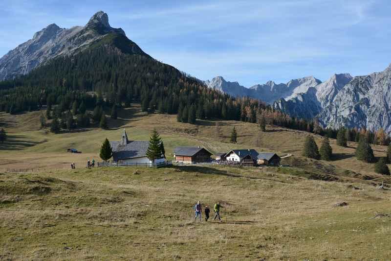 Diese Hütten und Almen gibt es rund um Hall in Tirol - hier auf dem Bild die Walderalm mit dem Hundskopf