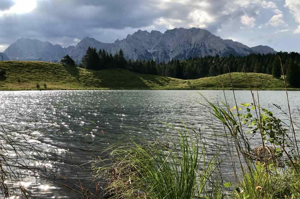 Hütte mit See am Berg: Die Wildenseehütte in Mittenwald am Kranzberg