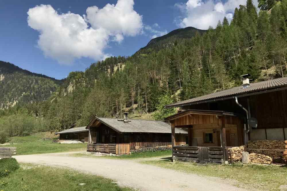 Welche Hütten haben am Achensee zum Wandern im Karwendel offen?
