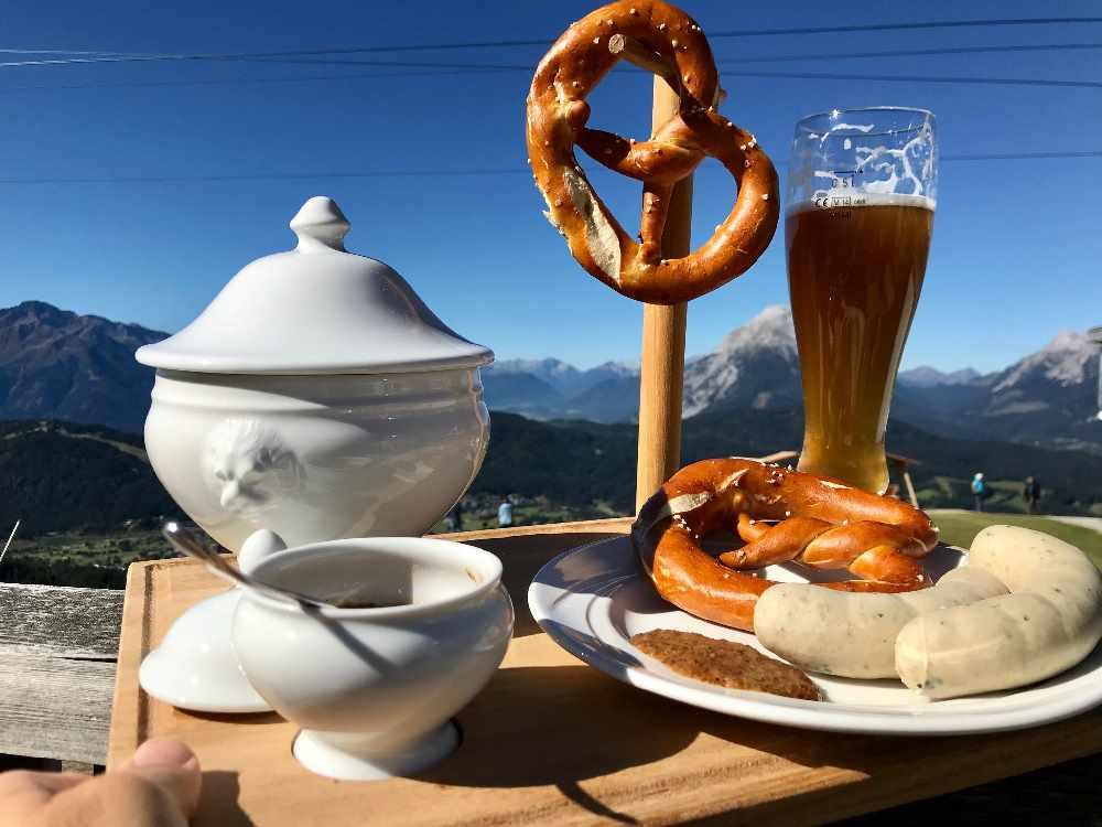 Hüttenöffnungszeiten Seefeld - und am Wochenende im Sommer Weisswurstfrühstück am Berg bei der Rosshütte