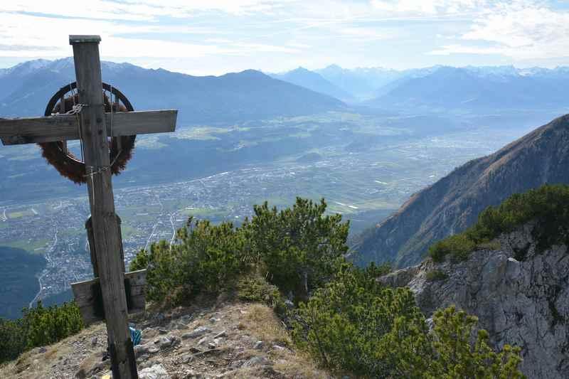 Aussichtsreiches Panorama auf der Hüttenspitze Wanderung über Hall in Tirol