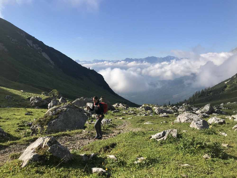 Unser Start am zweiten Tag der Hüttenwanderung: Von der Wettersteinhütte zum Scharnitzerjoch wandern