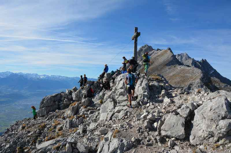 Auf dem Hundskopf Klettersteig wandern bei Hall in Tirol, ein Treffpunkt für Alpinisten im Karwendel