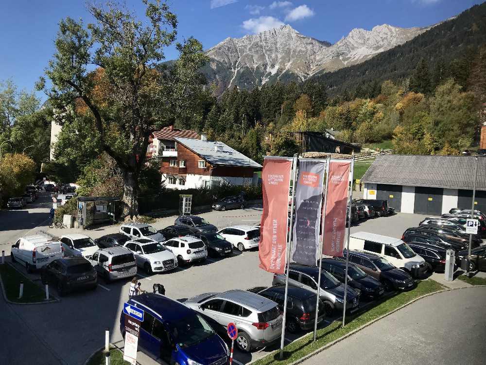 Der kleine Parkplatz bei der Bergstation der Hungerburgbahn in Innsbruck