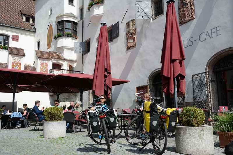 Früher kamen die Händler auf dem Inn, heute kommen die Radfahrer auf dem Innradweg nach Hall
