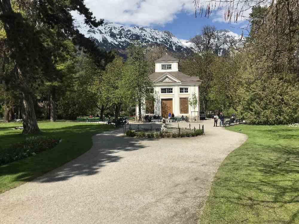 Innsbruck Hofgarten heute - mit dem Musikpavillon im Park