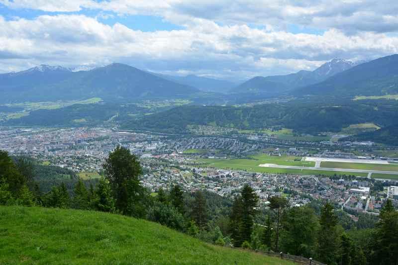 Der Ausblick vom Rauschbrunnen in Hötting über die Stadt Innsbruck