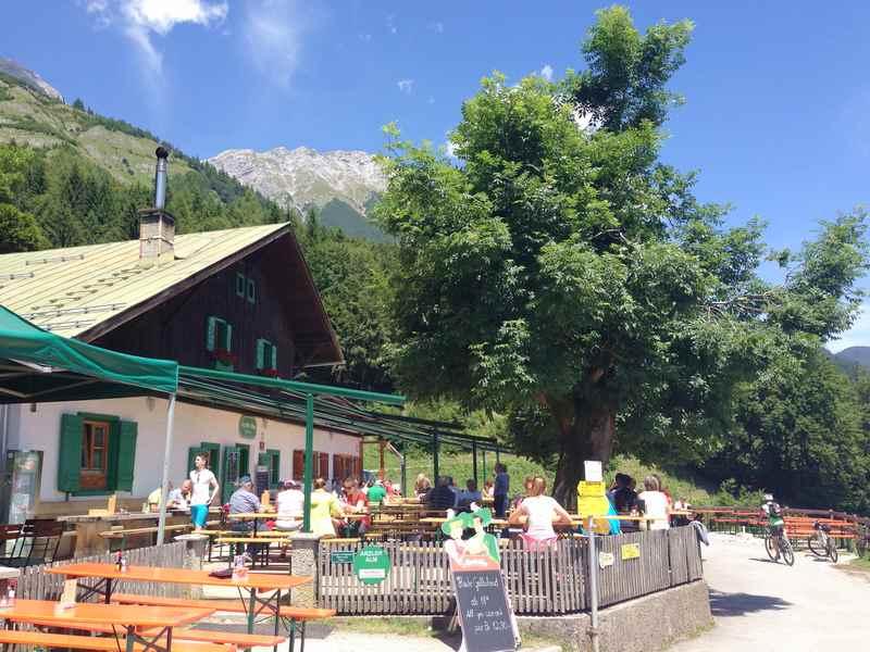 Die Arzler Alm - beliebtes Ziel beim Mountainbiken in Innsbruck auf der Nordkette