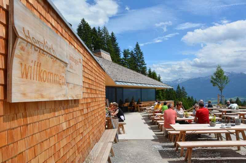 In Innsbruck mountainbiken zur Umbrüggler Alm, schöne Terasse