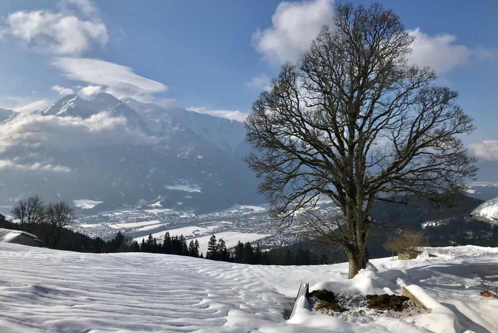 Schneewanderung Tirol - der Ausblick in Buchen auf das Inntal