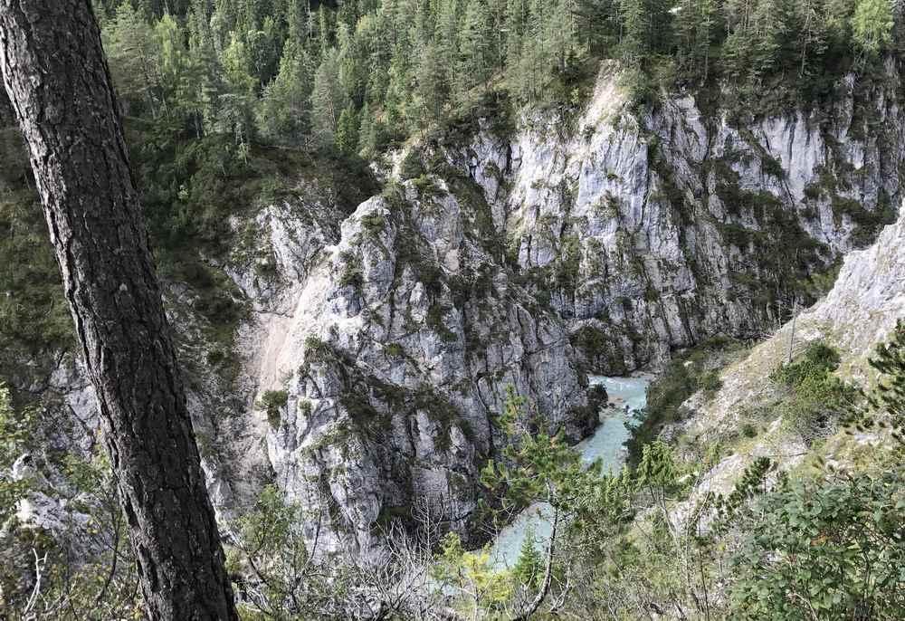 Tief unten liegt die Isar bei der Gleirschhöhe