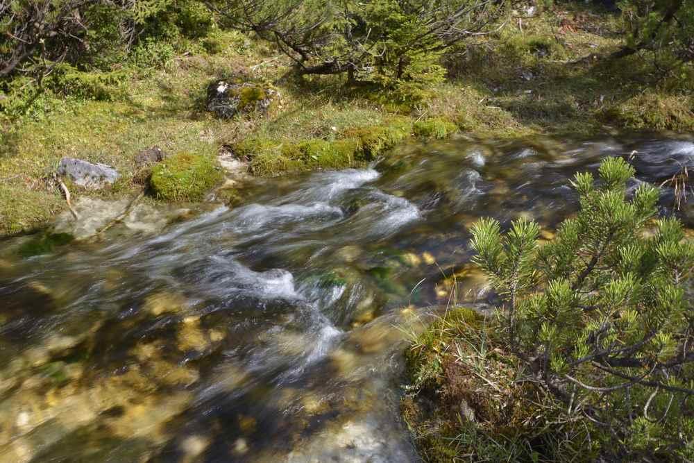 Am Isarursprung im Karwendel gurgelt das Wasser noch in Tirol