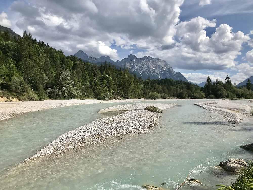 Die schöne Isar im Isarwinkel bei Wallgau - traumhafte Flecken in den Alpen