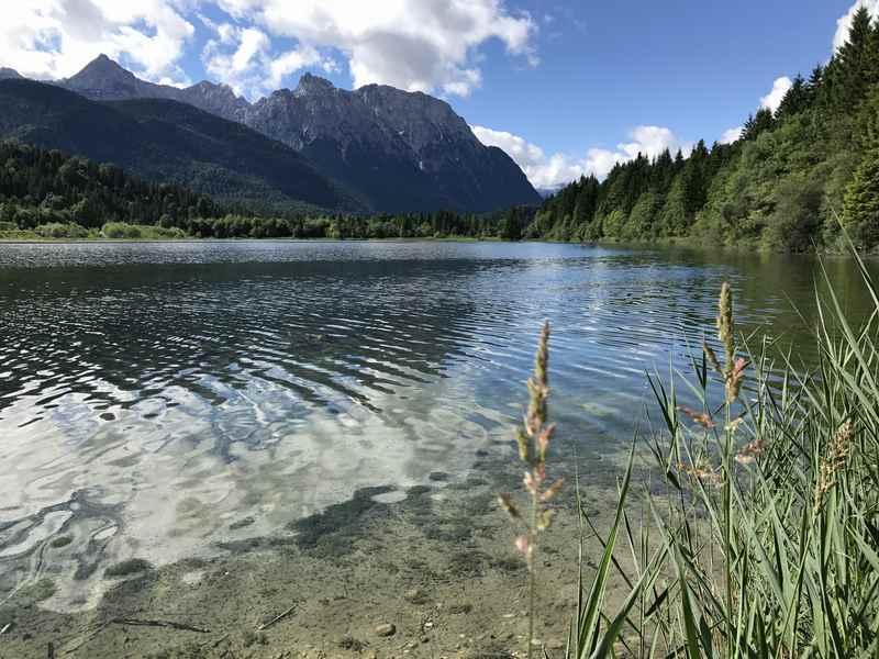 Die Isar bildet mehrere Seen im Isartal