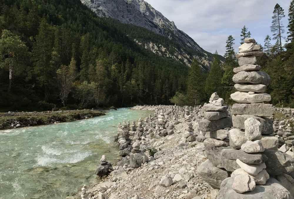 Ihren Ursprung hat die Isar im Karwendel im Hinterautal bei Scharnitz in Tirol
