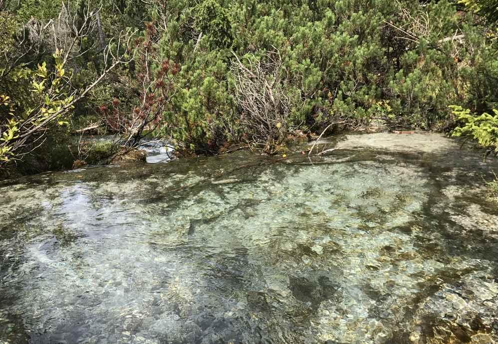 Am Isarursprung: Zwischendrin die seichten türkis schimmernden Wasserbecken