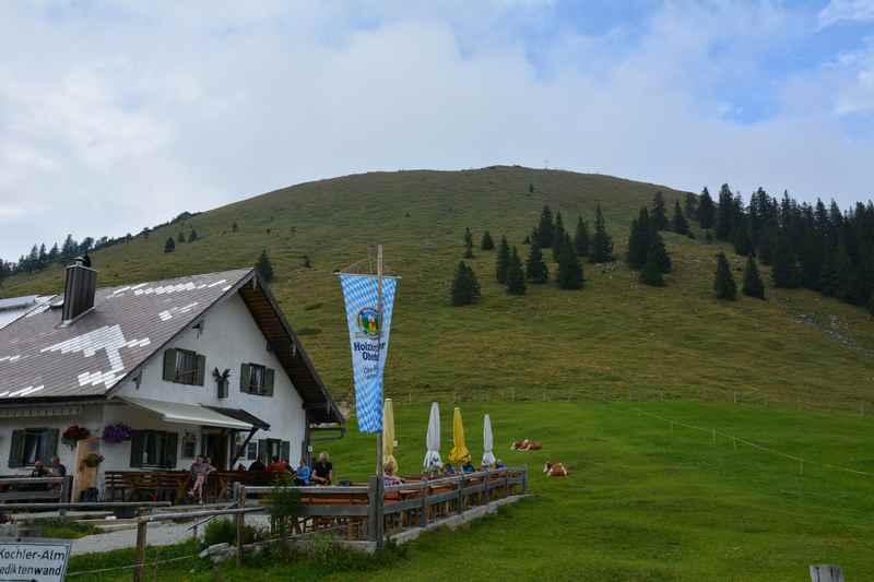 Am Jochberg in der Jachenau, die Jochbergalm unterhalb des Gipfels