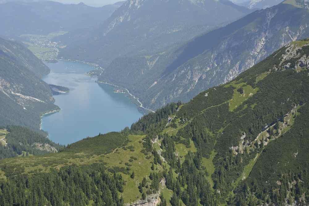 Jenbach Achensee - miteinander verbunden, der Blick vom Stanser Joch auf den Achensee