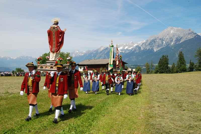 Die Tradition des Herz Jesu Fest in Tirol - einmalig in Weerberg, im Juni am Herz Jesu Freitag