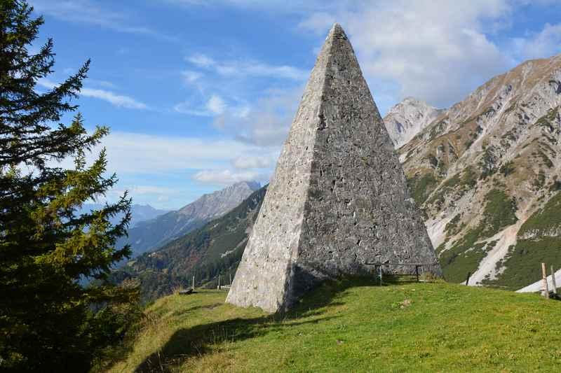 Die bekannte Kaisersäule oberhalb der Thaurer Alm, schöne zum Wandern ab Innsbruck
