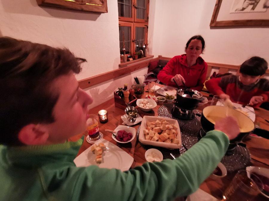 Das beste Fondue, das du in Garmisch Partenkirchen bekommen kannst: Mit Käsefondue und Fleischfondue!
