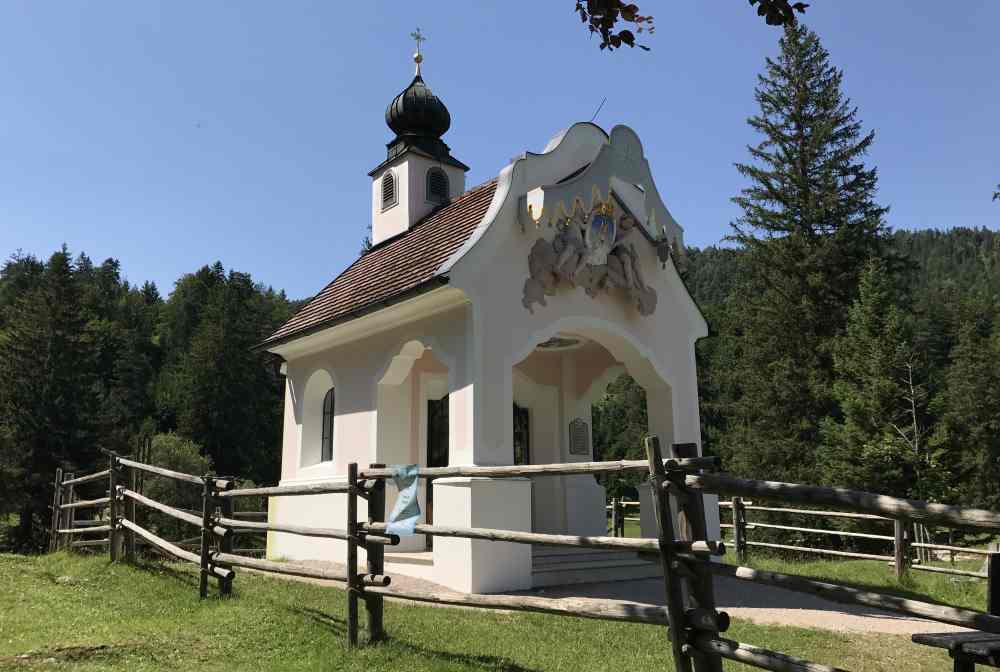 Die Kapelle Maria Königin zwischen Laintal und Lautersee