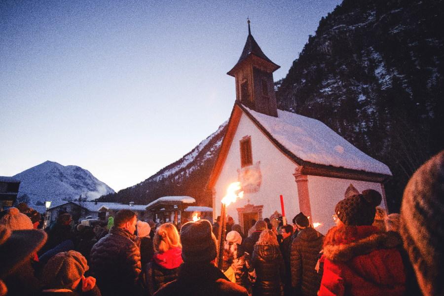 Das ist Advent: Bei der Kapellenwanderung Leutasch. Bild Seefeld Tourismus, Stephan Elsler