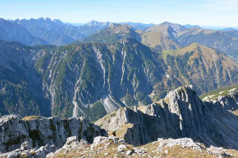 Der Ausblick bei der Bergtour am Achensee über das Karwendel