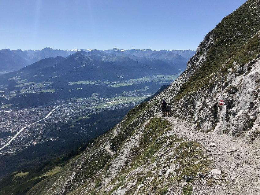 Hier ein Eindruck vom Karwendel Höhenweg mit dem Blick auf Innsbruck