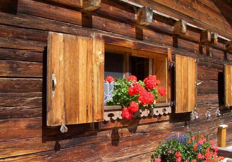 Das liebe ich bei den Hüttenwanderungen im Karwendel: Die schönen Holzhütten