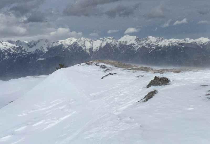 Keine Zeit habe ich für das schöne Karwendel Panorama auf dem Gipfel der Rosslaufspitze. Der Wind pfeifft zu stark.
