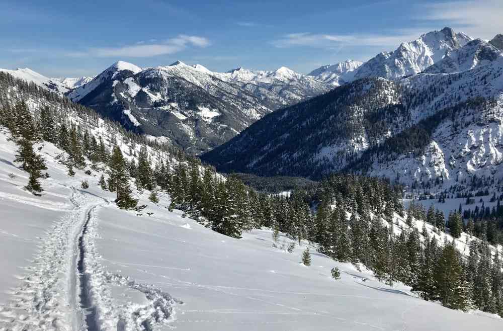 Der Ausblick auf meiner Hinterriss Skitour auf das verschneite Karwendel