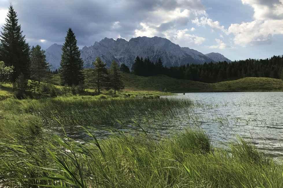 Mich begeistern die vielen kleinen Bergseen im Karwendelgebirge rund um Mittenwald - hier der Wildensee