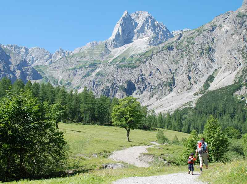 Das Karwendel bietet die perfekte Kulisse zum Wandern mit Kindern: Bergabenteuer pur, auf tollen Wanderwegen!