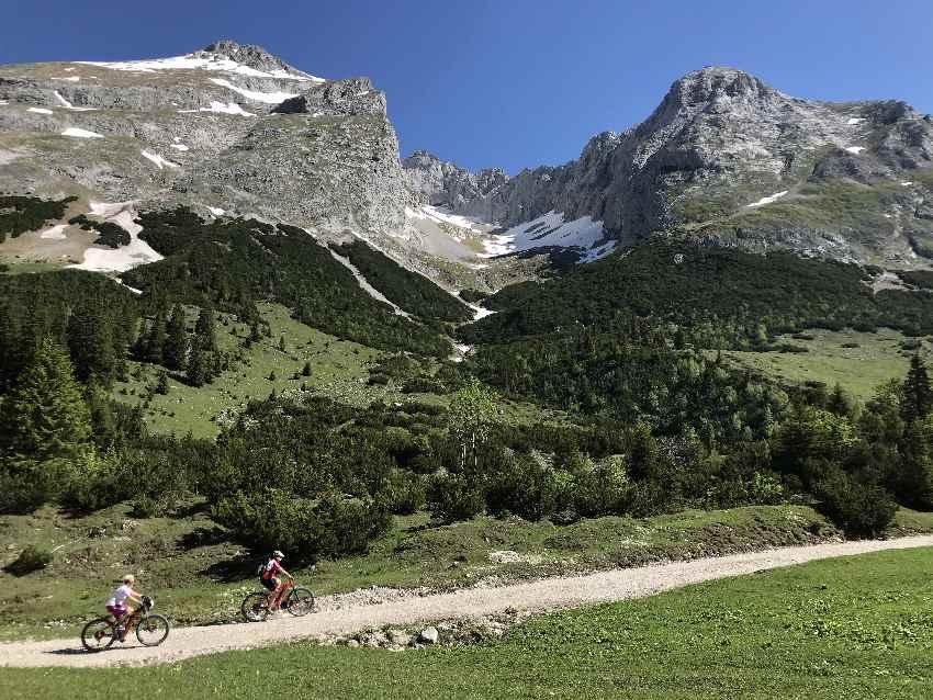 So schön ist der letzte Anstieg bei der Karwendelhaus MTB Tour im Karwendel
