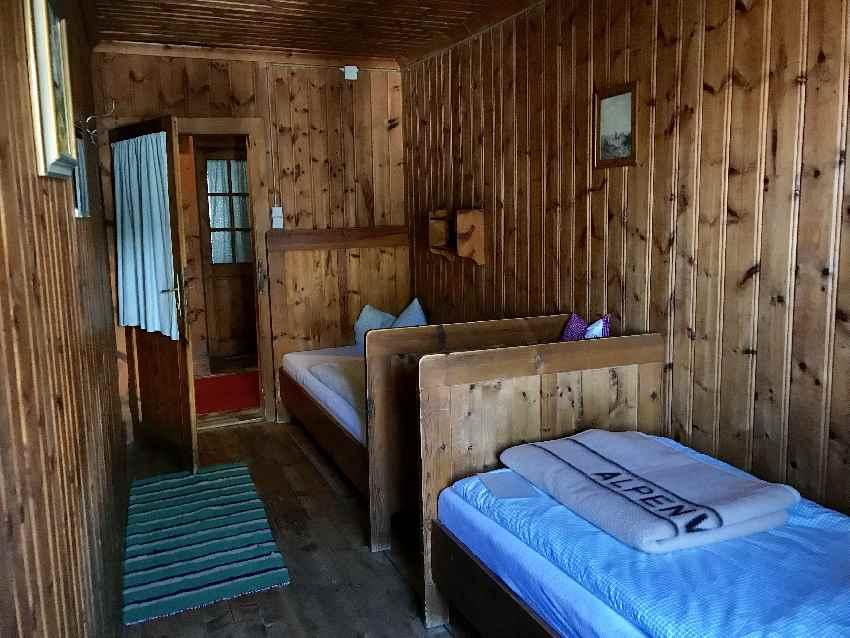 Das ist eines der Zimmer im Karwendelhaus. Wer hier übernachten will, muss rechtzeitig buchen!