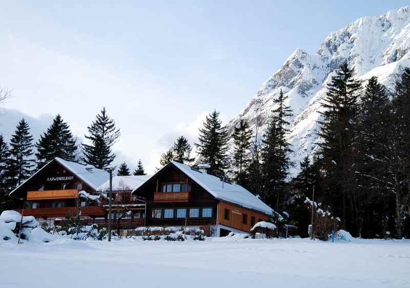 Im Winter führt die Loipe direkt bei der Karwendelrast am Vomperberg vorbei