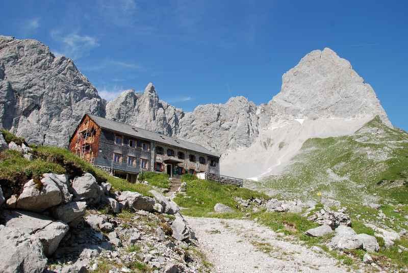 Etappenziel auf der Karwendeltour: Die Lamsenjochhütte im Karwendelgebirge