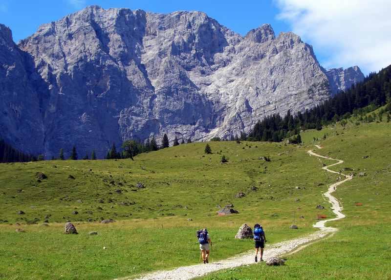 Tolle Kulisse auf der Hüttenwanderung vom großen Ahornboden hinter der Engalm zum Hohljoch in Richtung Falkenhütte